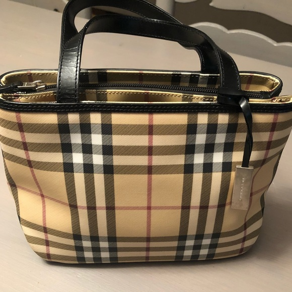 5c2f8d080955 Burberry Handbags - ❤️Vintage Burberry Nova check Classic tote❤️
